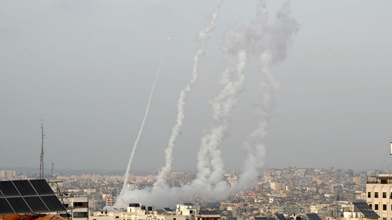 Gazze'den İsrail'e 100 roket daha atıldı