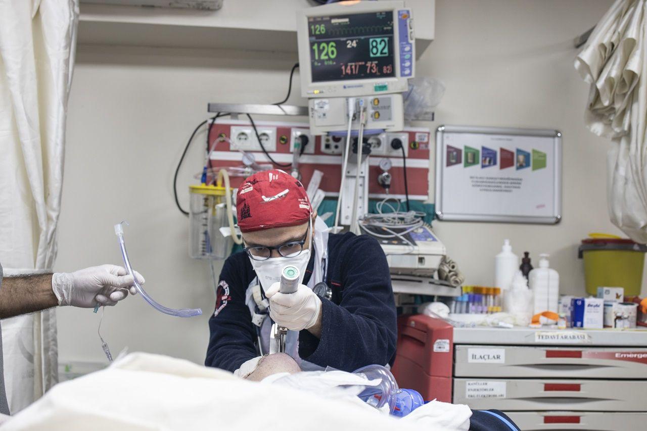 Fotoğraflarla sağlık çalışanlarının COVID-19'la mücadelesi - Sayfa 2