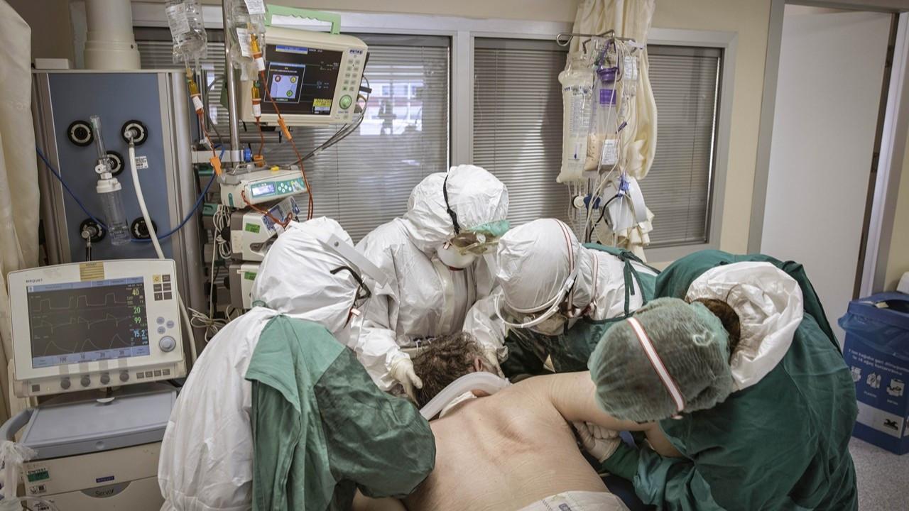 Fotoğraflarla sağlık çalışanlarının COVID-19'la mücadelesi