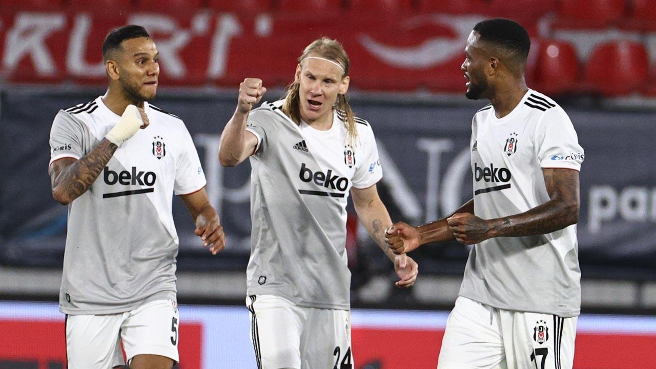 Beşiktaş Göztepe'yi penaltı golüyle yıktı: 1-2
