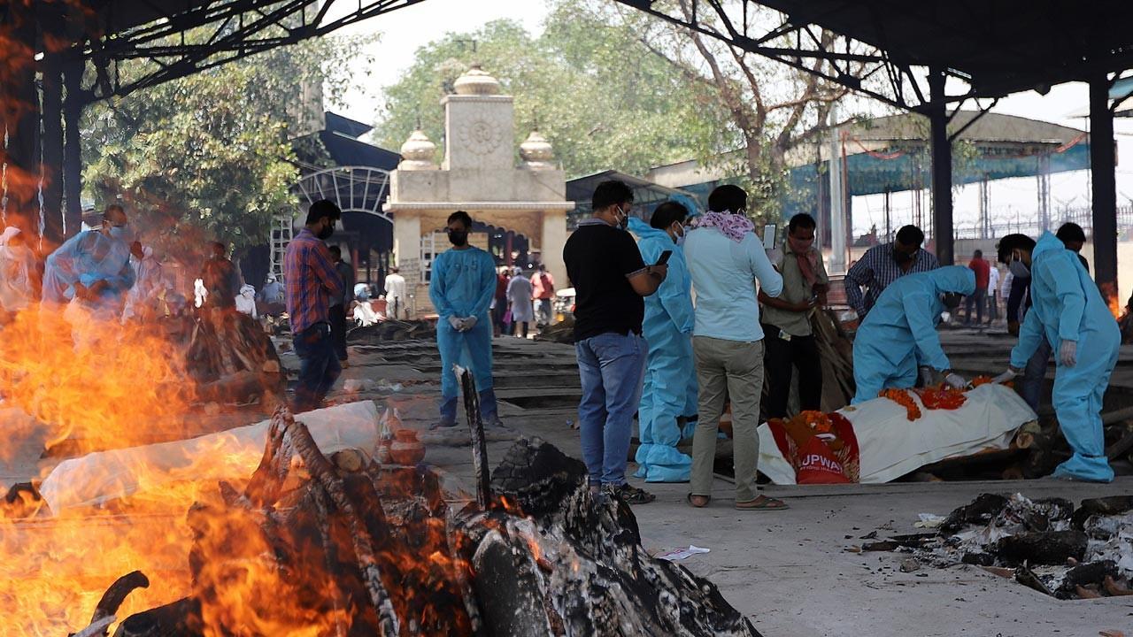 Hindistan'da COVID-19 kabusu sürüyor