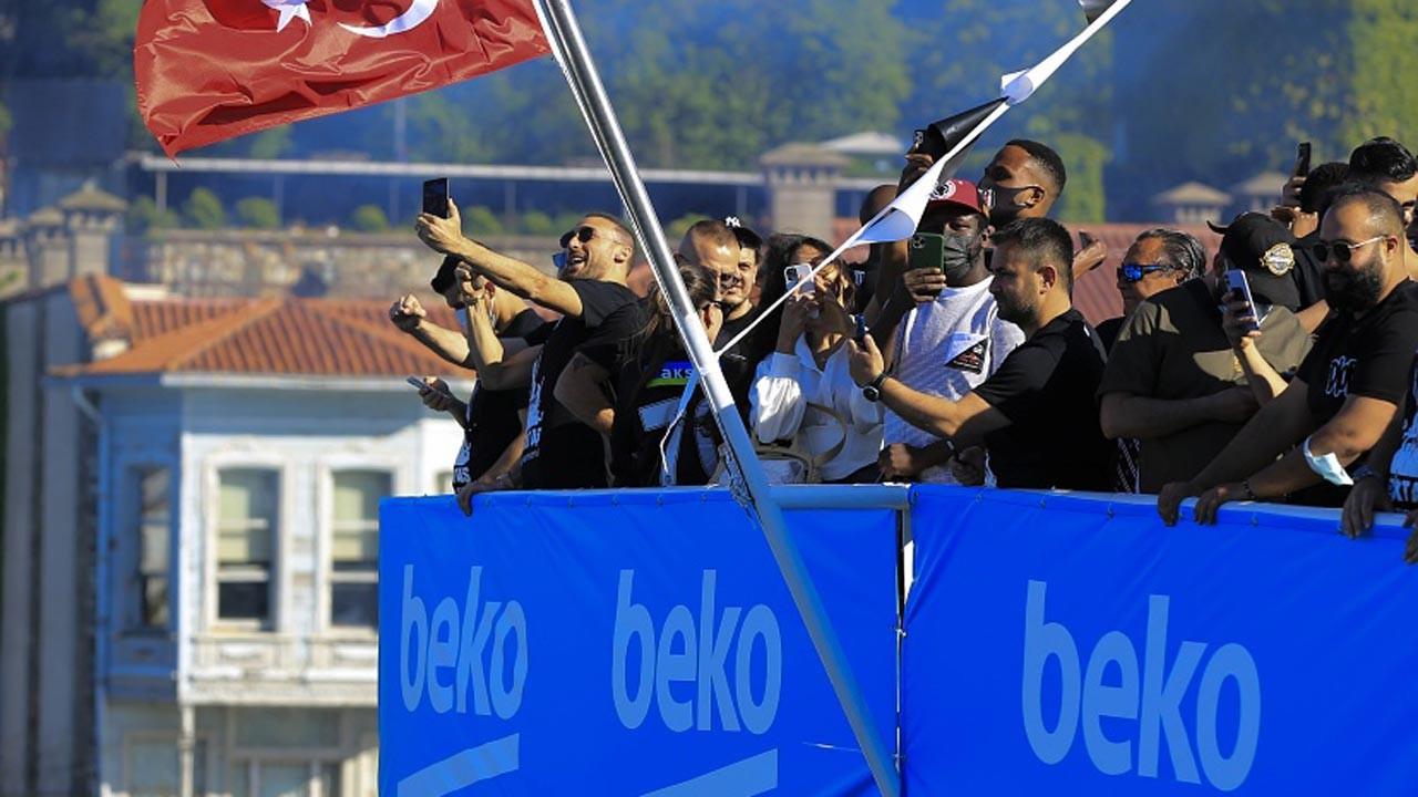 Beşiktaş şampiyonluğunu kutluyor