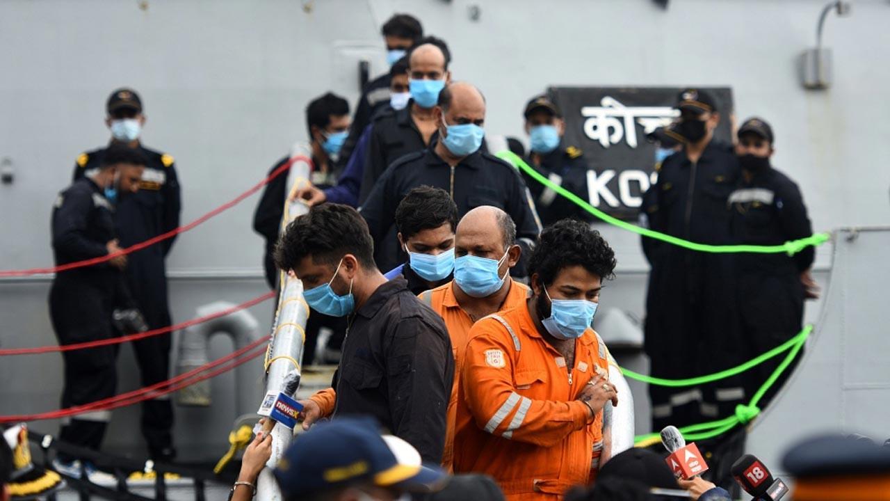 Hindistan'da donanma kaybolan 78 kişiyi arıyor