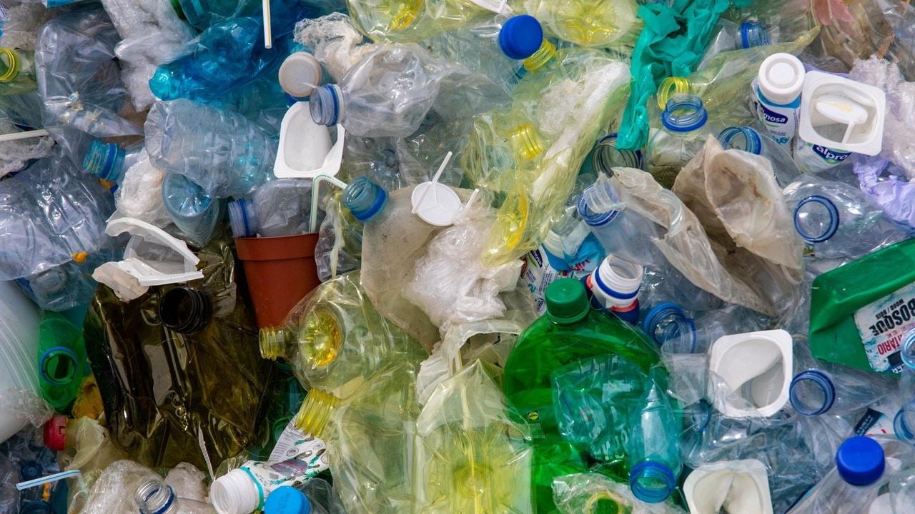 Plastik atık ithalatında yasak yerine denetim!