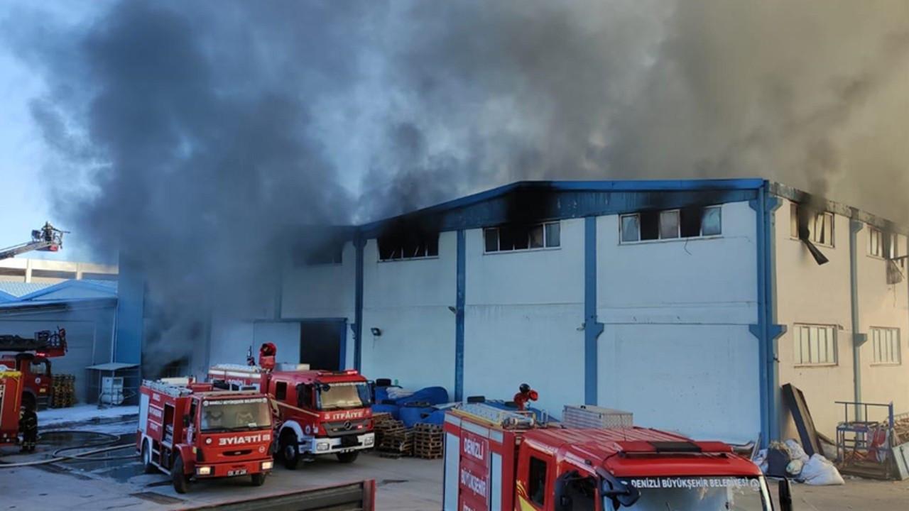 Denizli'de tekstil fabrikası yandı