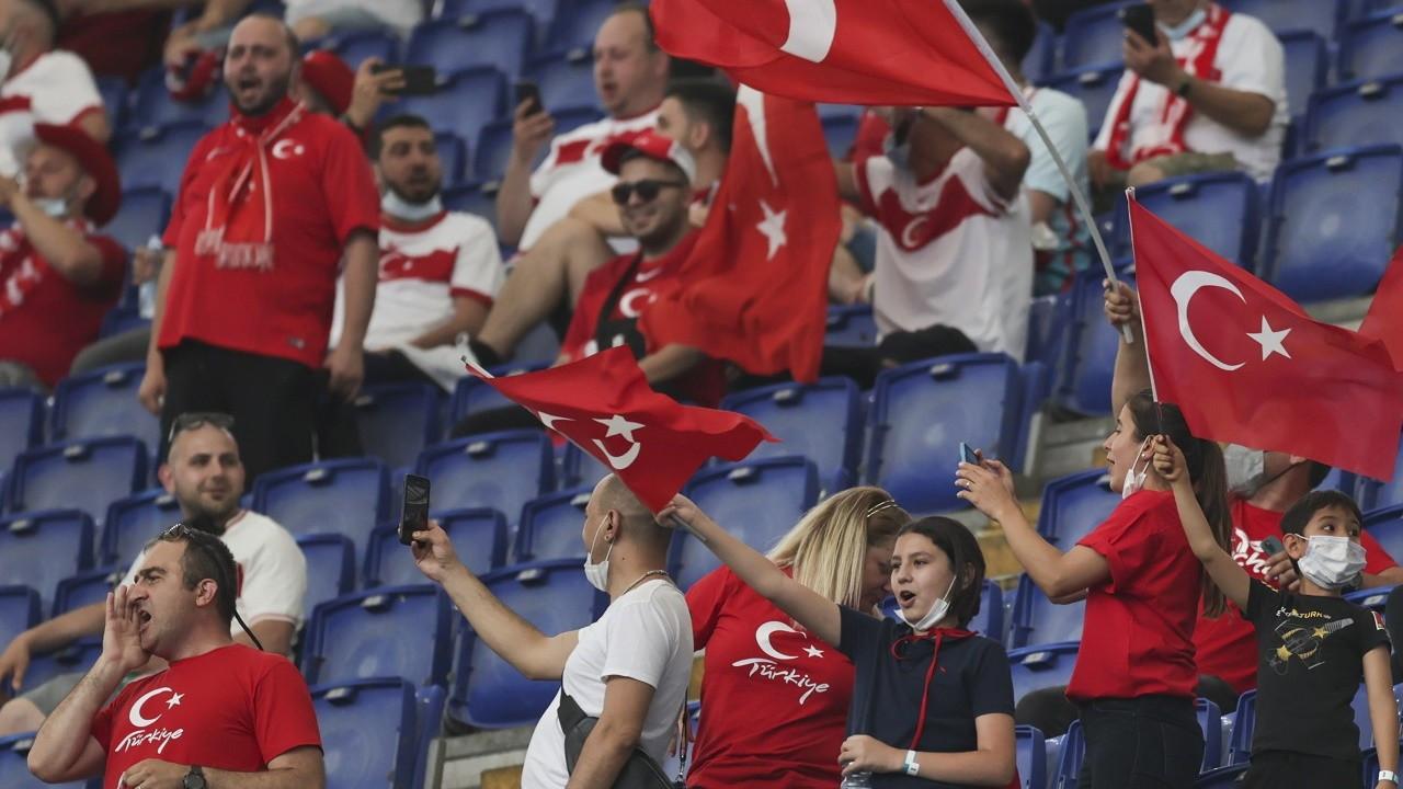 Türkiye-İtalya maçı öncesinde renkli görüntüler