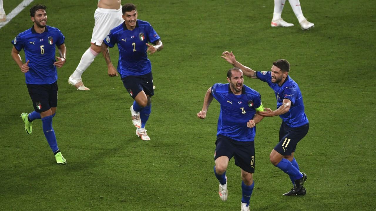 İtalya, İsviçre'yi 3-0'la geçip gruptan çıkmayı garantiledi
