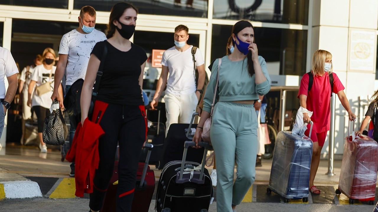 Rus turistler 2 ay sonra Antalya'da