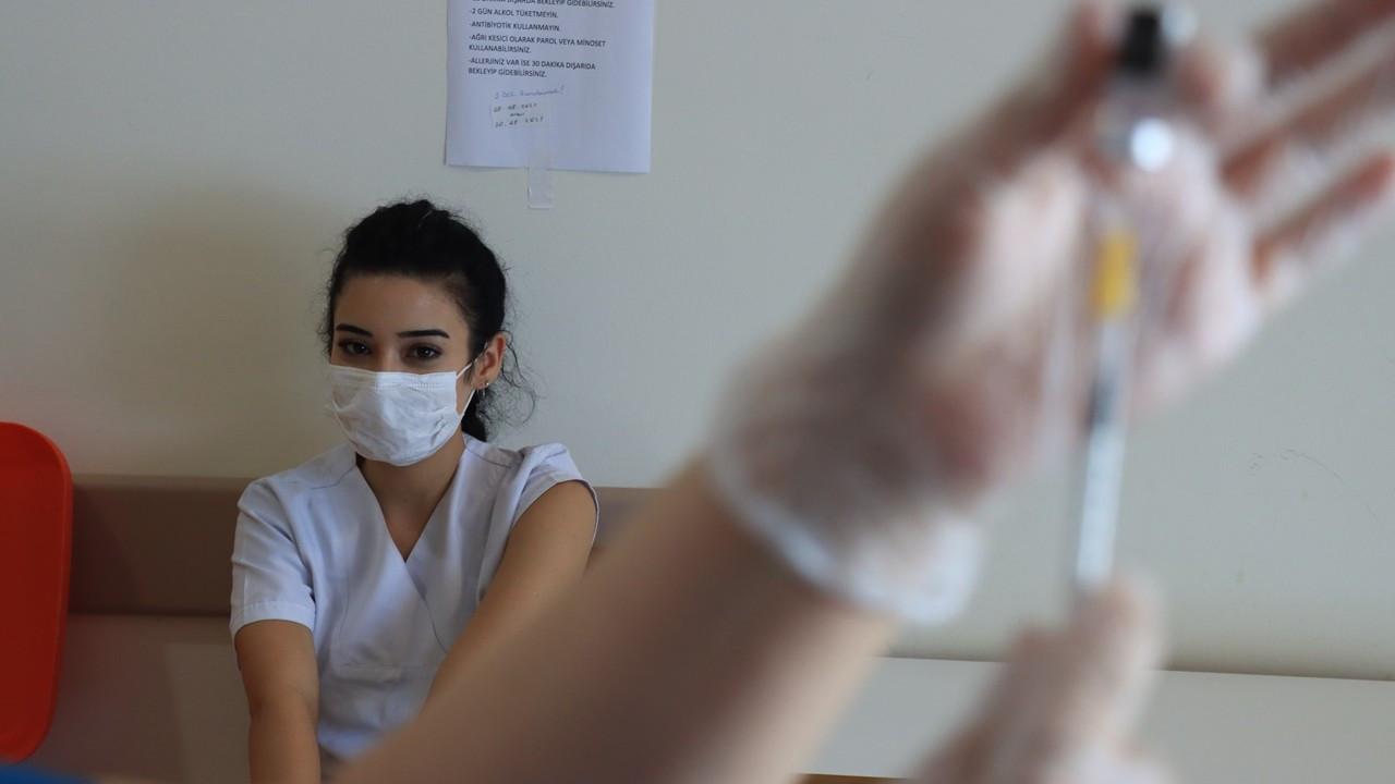 Koca: 18 yaş ve üstü ilk doz aşı yapılanların oranı yüzde 60'a ulaştı