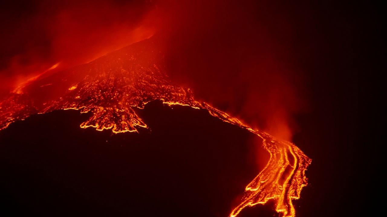 Etna bir kez daha harekete geçti