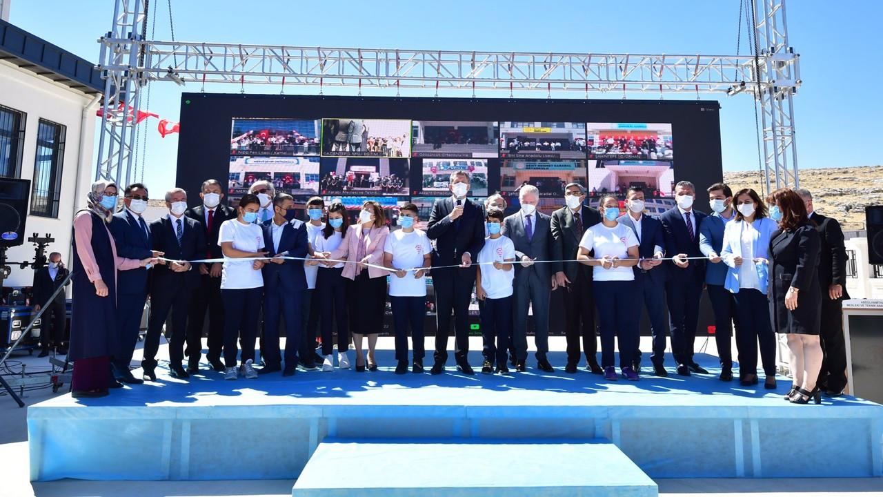 Bakan Selçuk Gaziantep'te 21 okulun açılını gerçekleştirdi