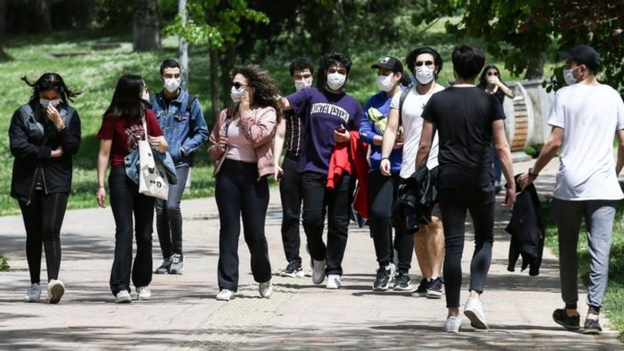 Gençler yurtdışında yaşamak istiyor