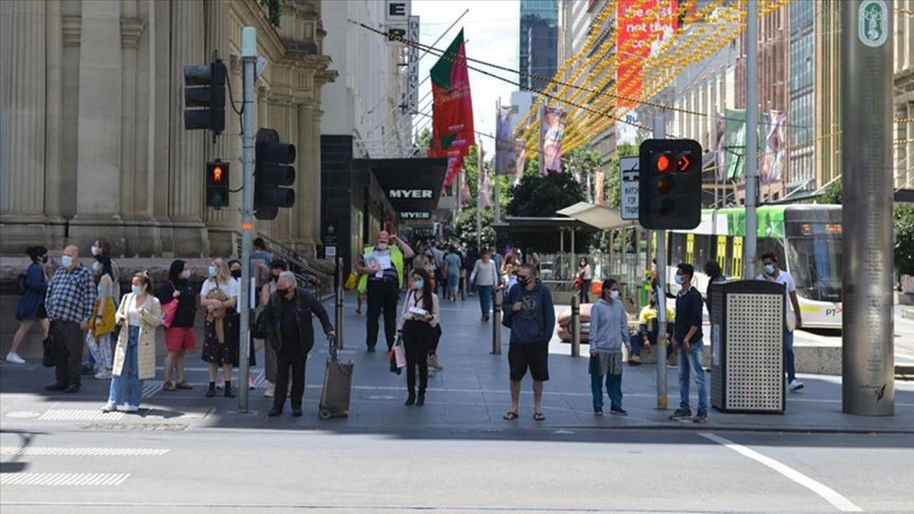 Melbourne'de yasaklar bir hafta uzatıldı