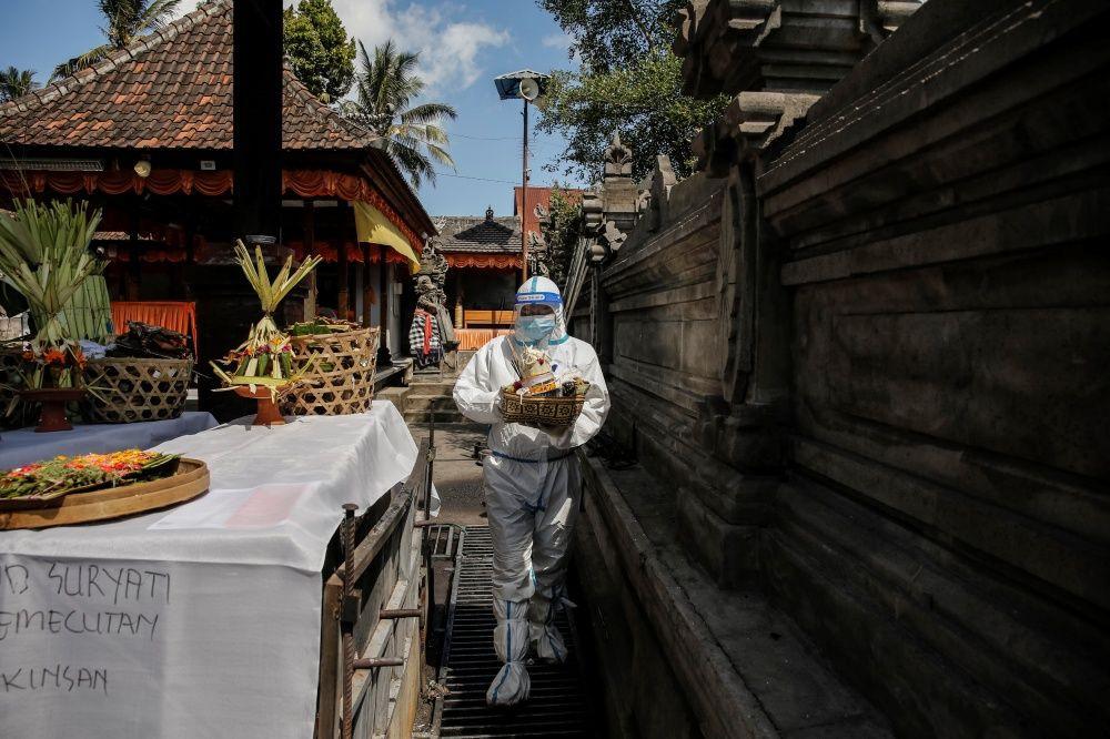 Endonezya'da krematoryumlar COVID-19'dan ölenlerin cenazeleriyle doldu - Sayfa 2