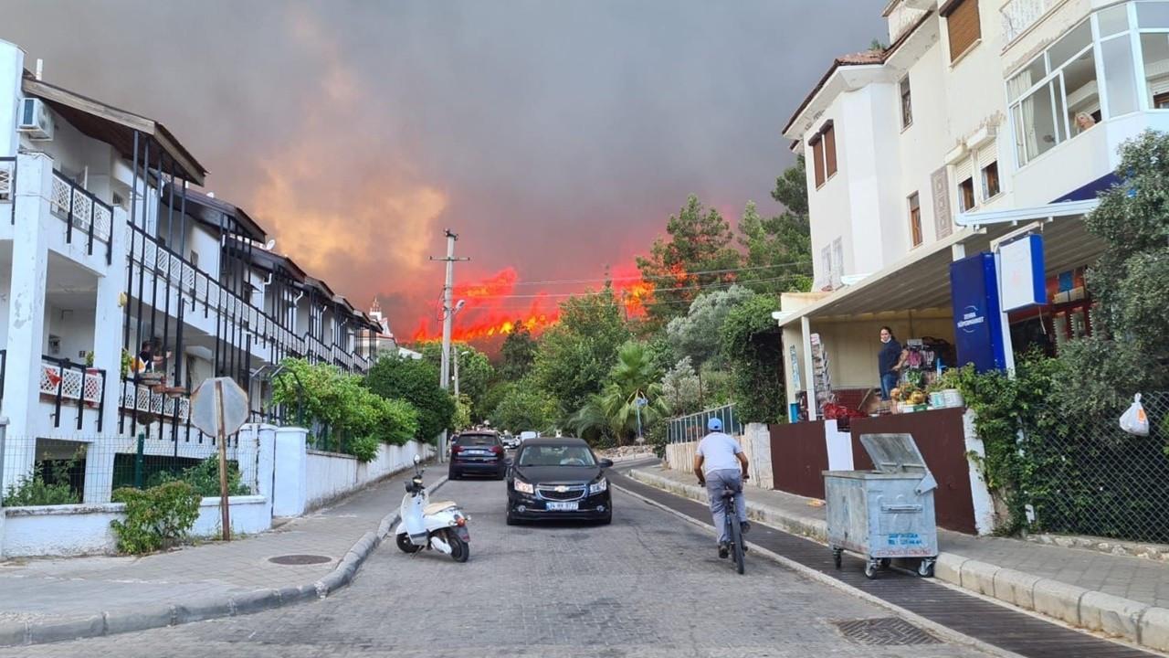 Ormanlar yanıyor: Havadan ve karadan müdahale devam ediyor