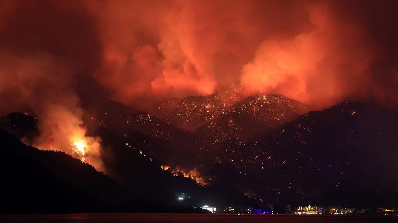 Orman yangınlarına müdahale çalışmaları devam ediyor