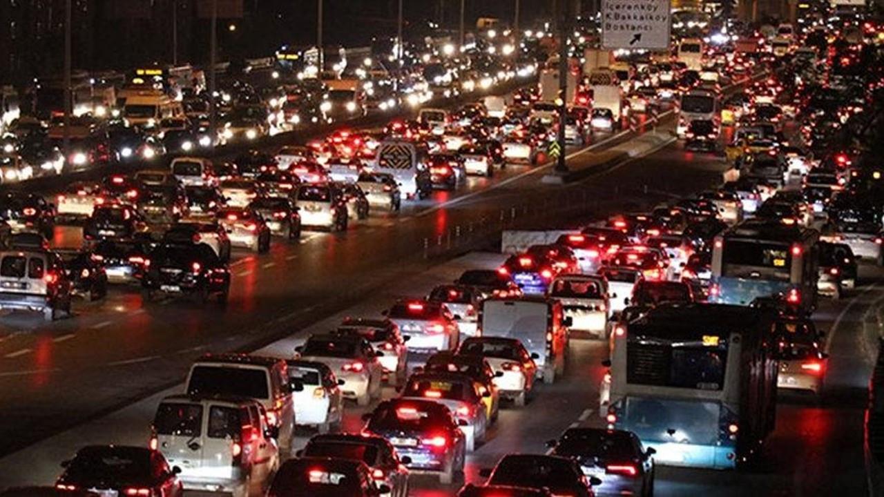 9 günlük tatilde 95,5 milyon araç trafiğe çıktı