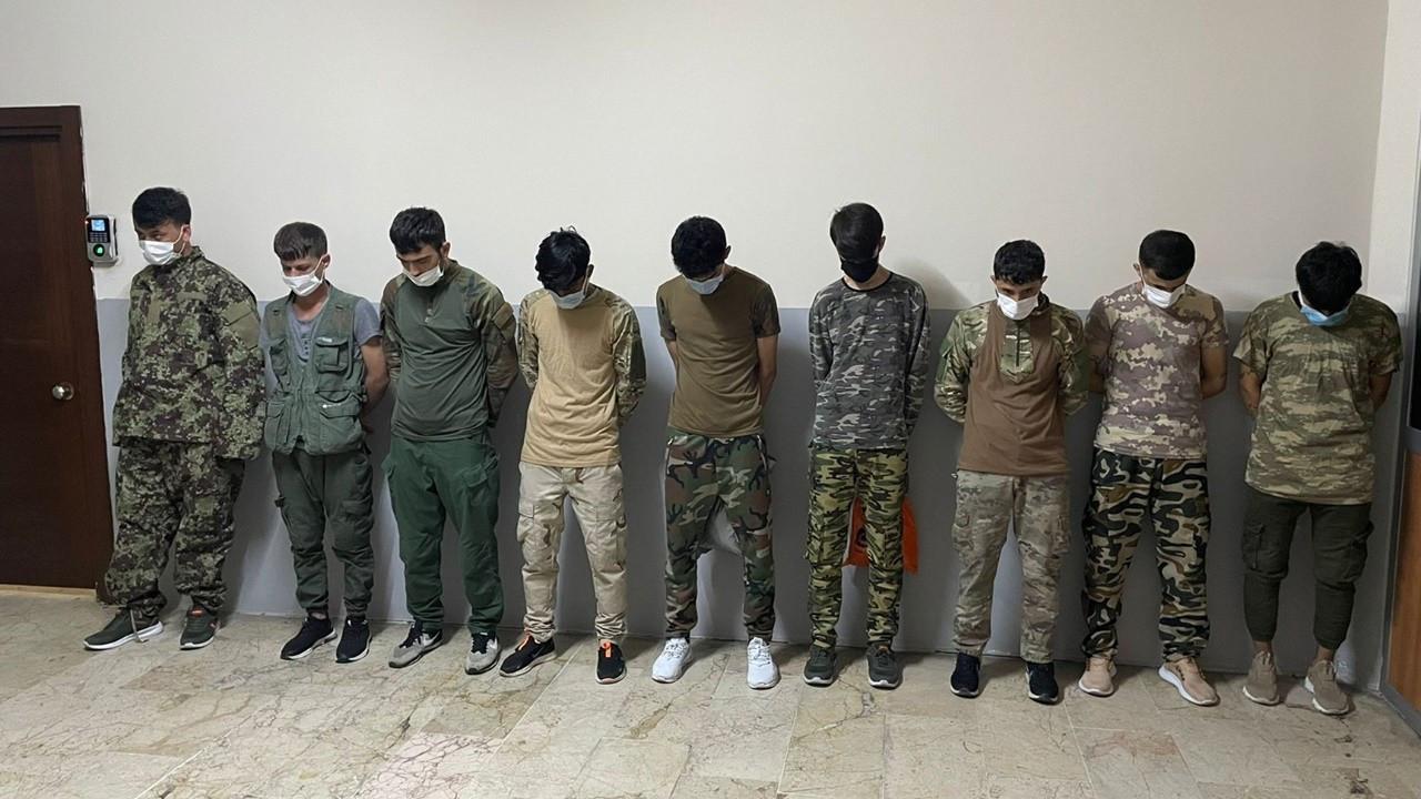 Zeytinburnu'nda asker kıyafetiyle dolaşan 9 Afgan yakalandı