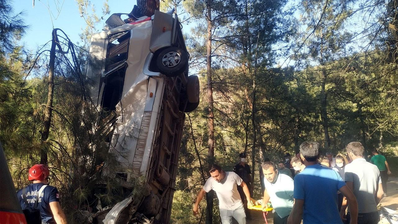 İzmir'de feci kaza: 8 ölü, 9 yaralı