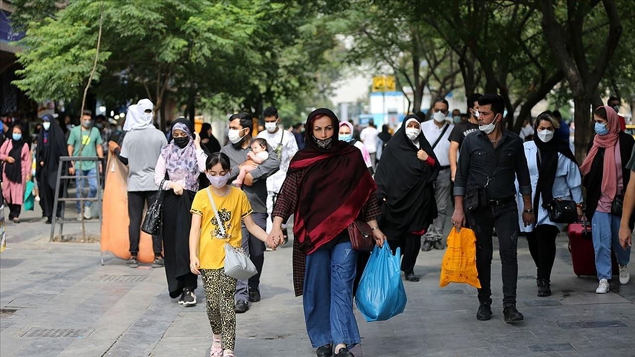 İran'da COVID-19'dan can kaybı 100 bini aştı