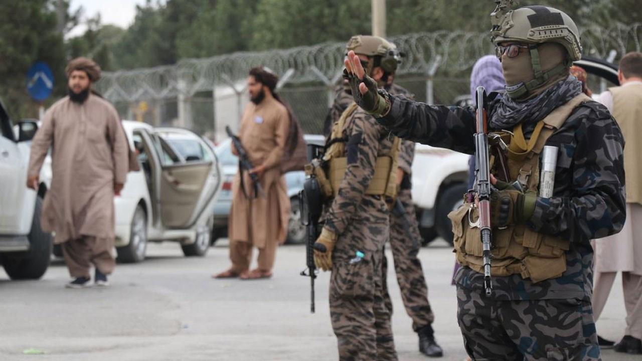 Taliban Kabil Havalimanı'nı basına gezdirdi