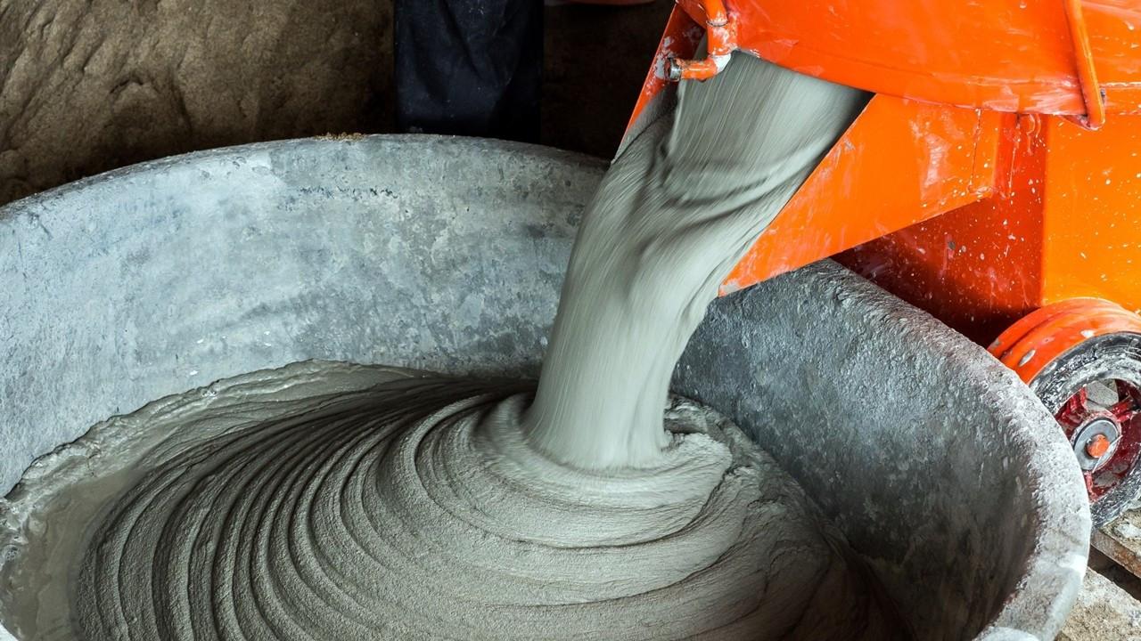Müteahhit eylemi çimento ihracatına kısıtlama getirdi