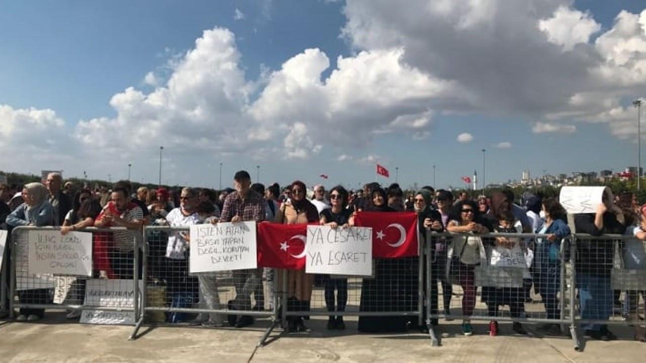 Aşı karşıtları Maltepe'de miting düzenledi