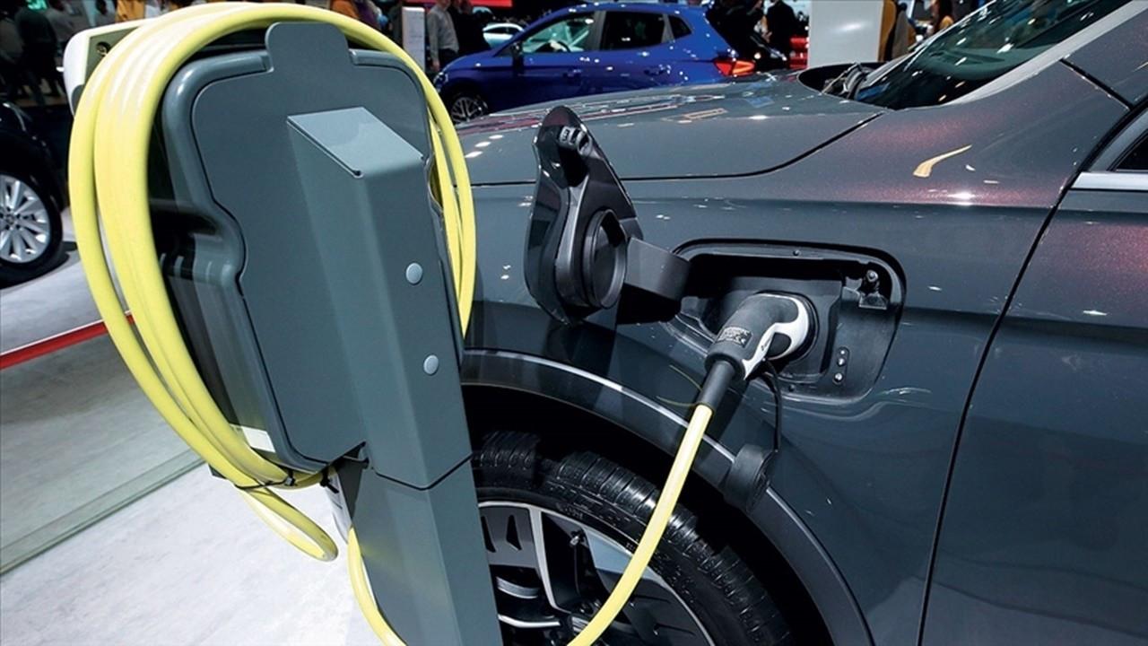 Satılan binek araçların yarısı elektrikli olacak