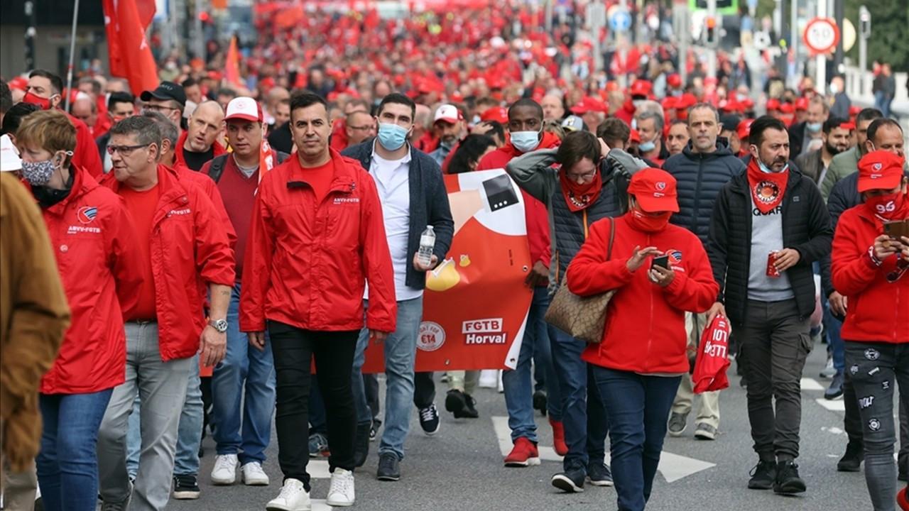Binlerce işçi 'ücret yasası' için yürüdü