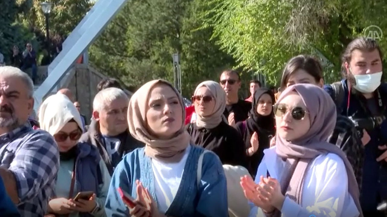 COVID-19 aşısı karşıtları Başkent'te miting düzenledi