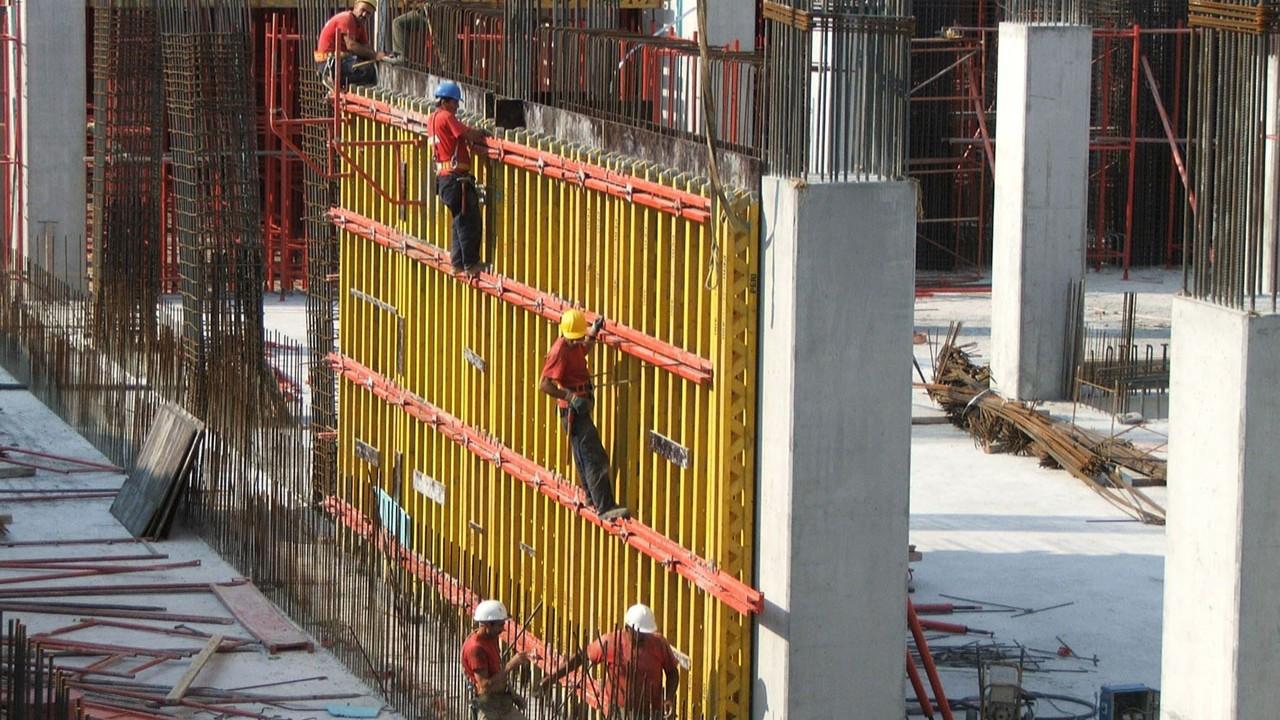 İnşaatçılar Bursa'da fabrika yatırımlarına yetişemiyor
