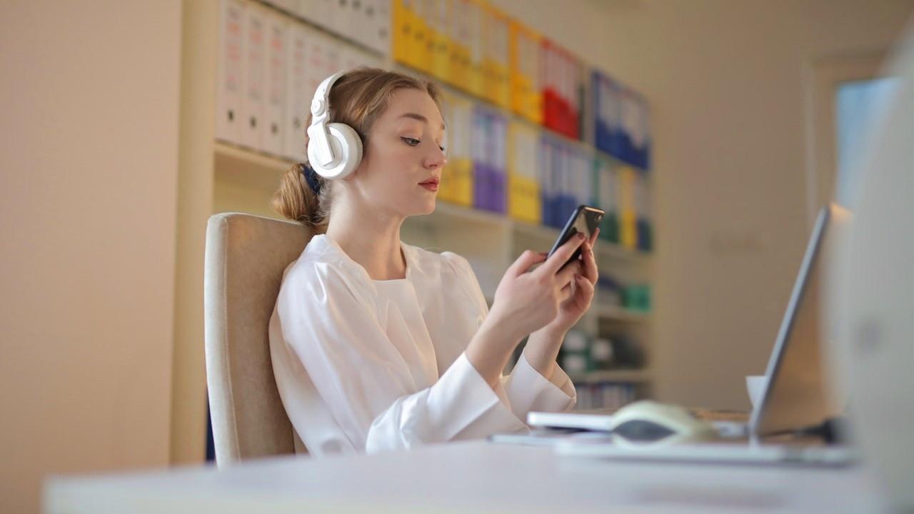 Kitap 'dinleme' dalgası yayılıyor