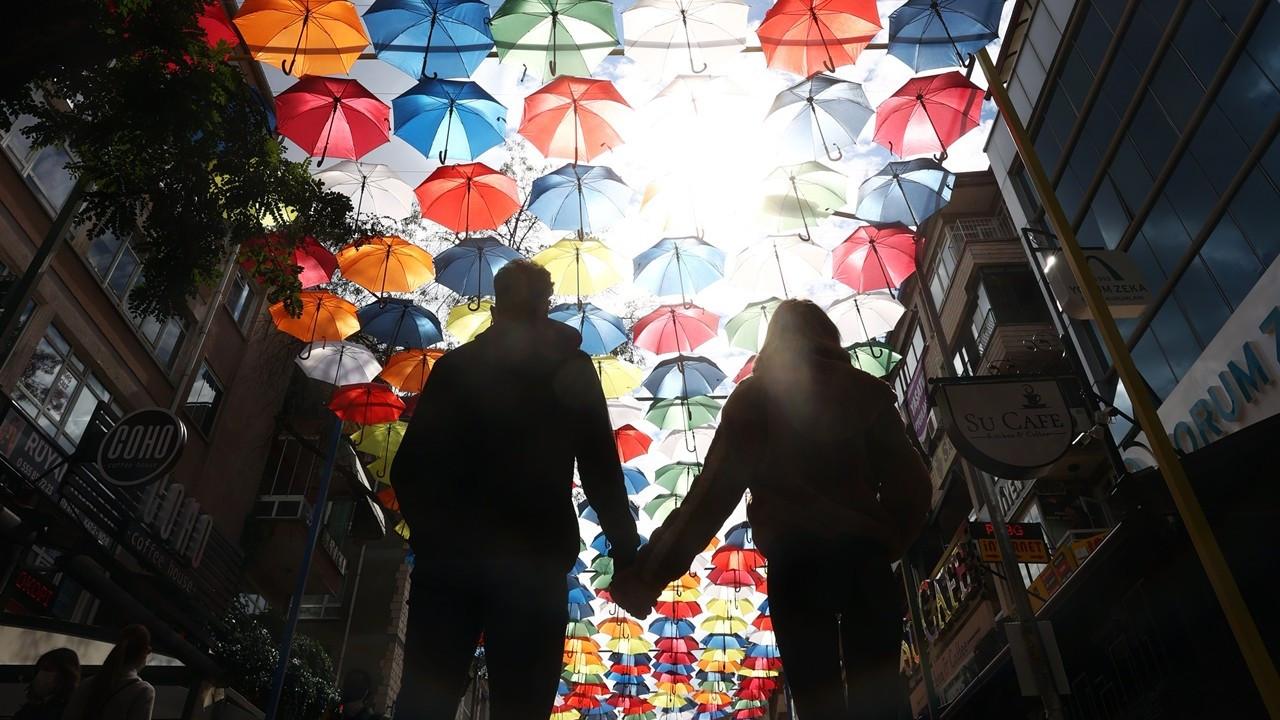 Şemsiyelerle renklendi