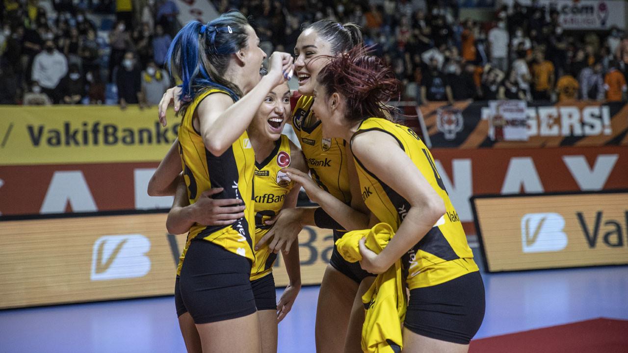VakıfBank, Spor Toto Şampiyonlar Kupası'nı aldı
