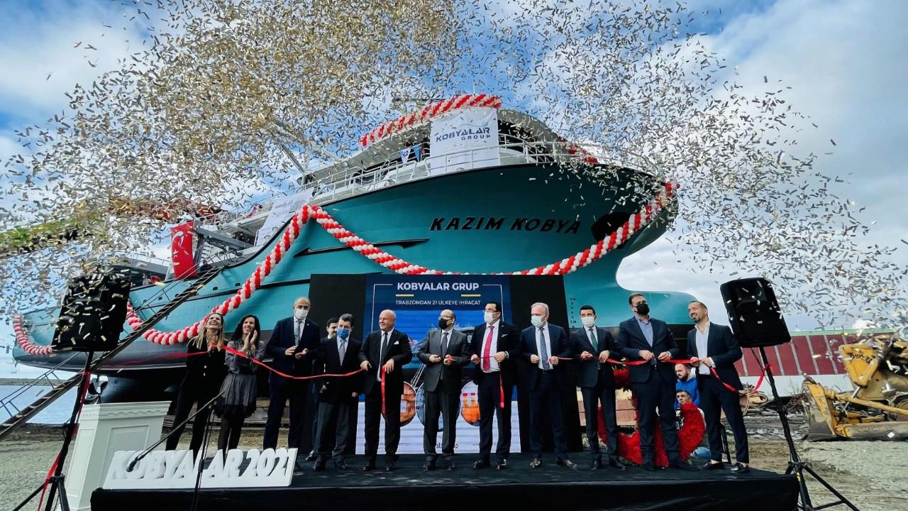 Trabzon'da 46 metrelik dev balıkçı gemisi denize indirildi