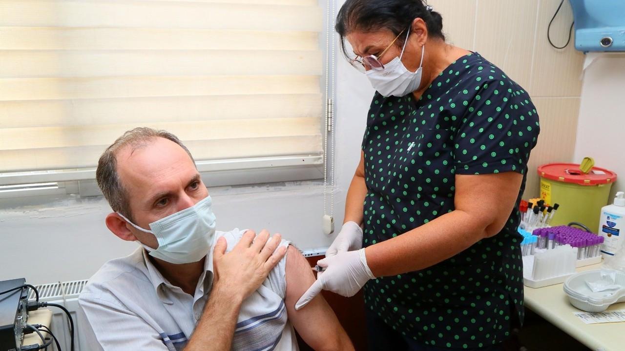 TURKOVAC İzmir'de gönüllülere yapılmaya başlandı