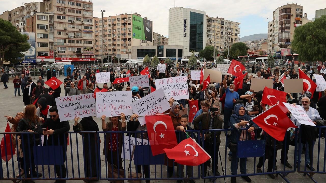 Aşı karşıtlarından İzmir'de miting