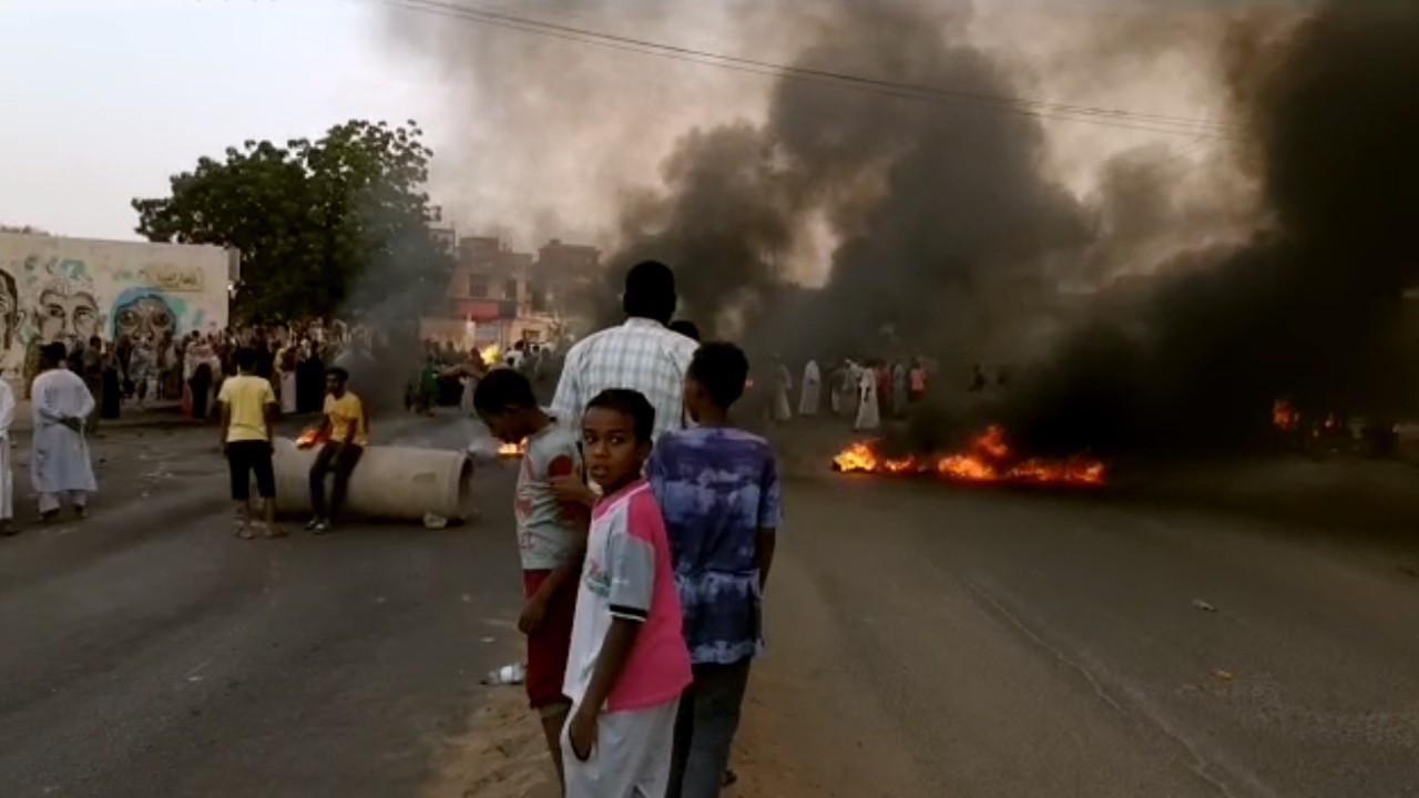 Sudan'da başbakan gözaltında, ordu olağanüstü hal ilan etti