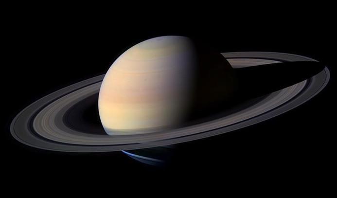 Satürn'ün altıgen kutbu renk değiştirdi