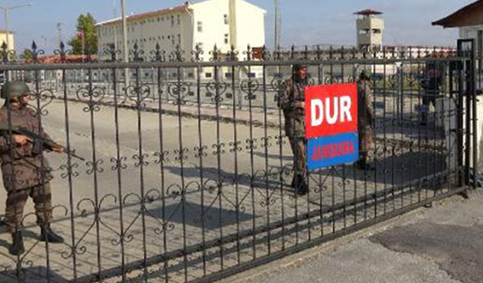 Demirtaş'ın bulunduğu cezaevinden nakledildiler
