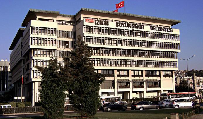 İzmir'de belediyelere FETÖ operasyonu