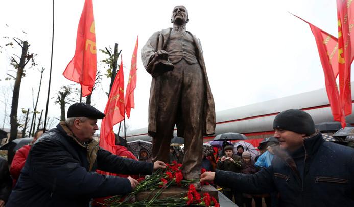92 yıl sonra heykeli dikildi