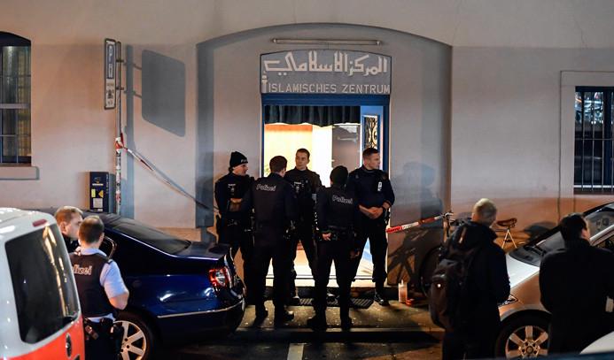 Camiye silahlı saldırı