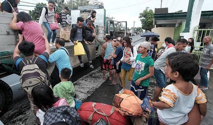 Filipinler'de tayfun nedeniyle 76 bin kişi tahliye edildi