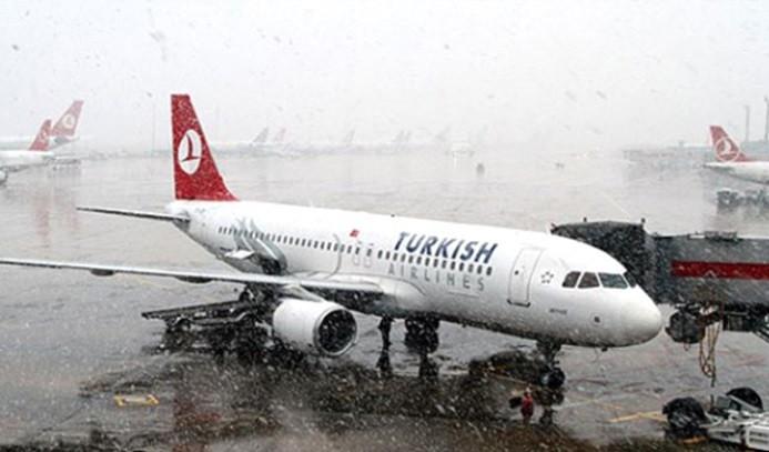 Kötü hava koşulları uçak seferlerini de vurdu