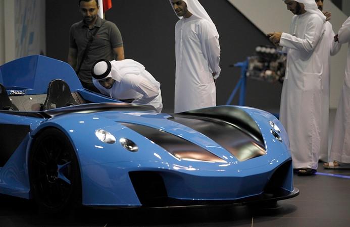 Lüks otomobiller Dubai'de sergileniyor
