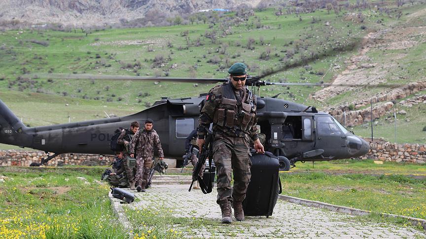Pusulalar askeri helikopterle taşındı