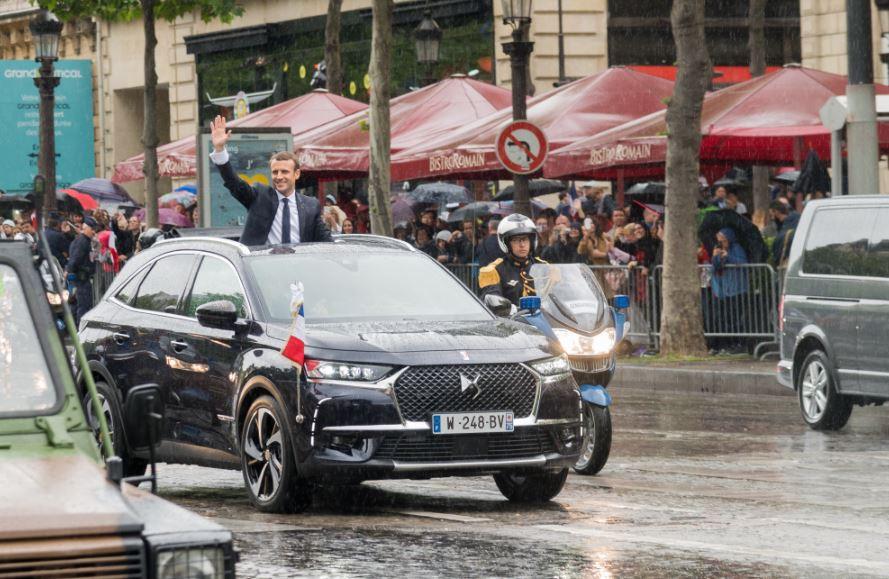 Macron ilk resmi töreni için DS ile yola çıktı
