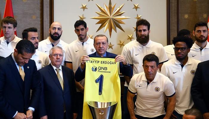 Fenerbahçe, kupayı Erdoğan'a götürdü