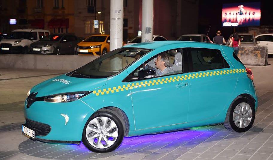Elektrikli taksiler Taksim'de görücüye çıktı